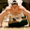敗れた白鵬、土俵下で1分間アピール NHKアナ『これはいけない!』