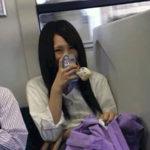 【悲報】電車でJKのとんでもない行為を目撃するwwwwwwww↓