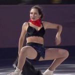 ロシアのフィギュアスケート選手がいきなり服を脱ぎブラ1枚になったww【エロ画像↓】