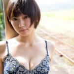 【画像】女優・吉岡里帆の一番エッチな水着グラビアがシコすぎるwwwwww