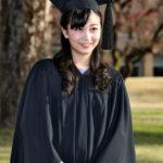 佳子さま、ICUを卒業、伝統のアカデミックガウン姿が可愛すぎる ※画像あり