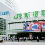 【画像あり】新宿駅で下半身丸出しのJKが線路にうずくまり電車遅延